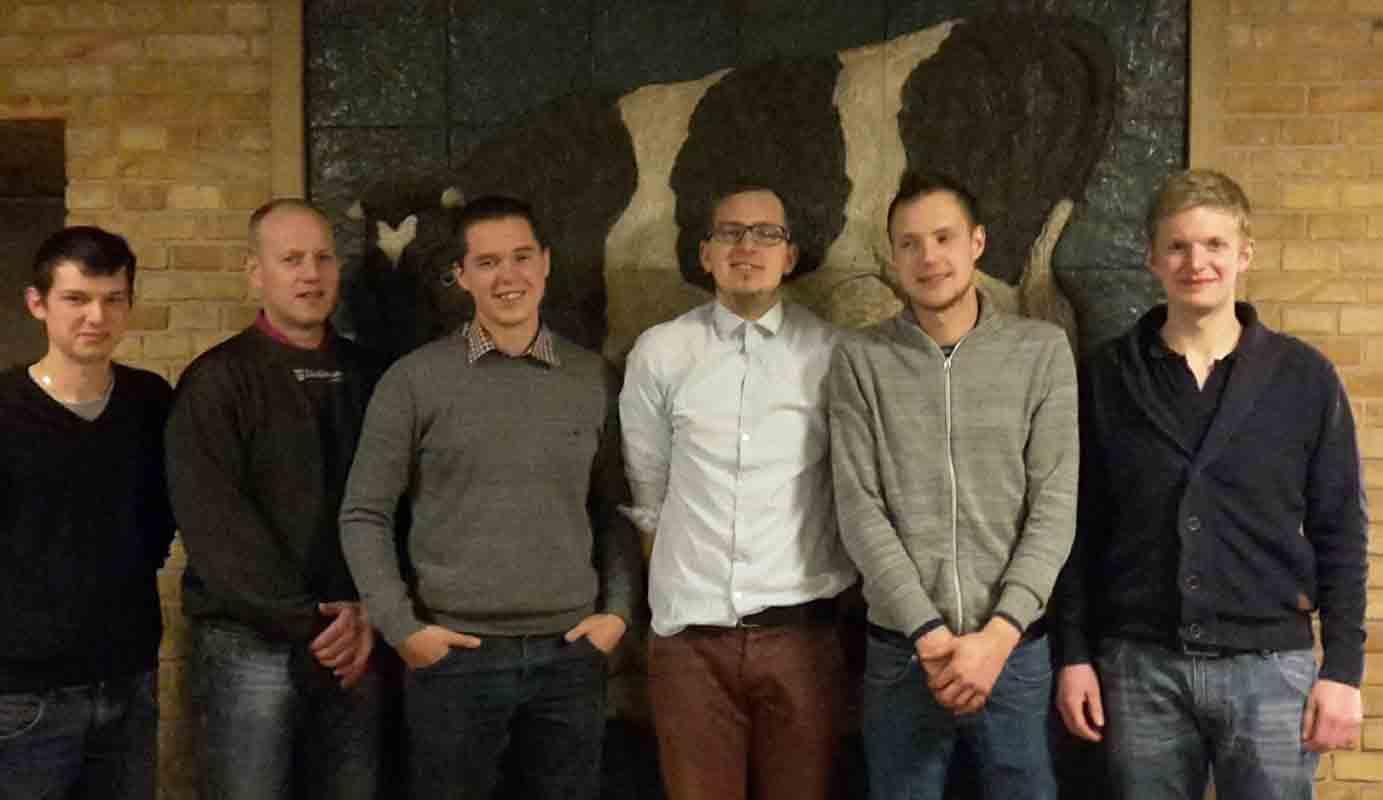 Styregruppen for DM i pløjning 2016 fra venstre: Martin Nørgaard, Flemming Thorsager, Hans Klemmensen, Kristoffer Høj, Martin Hougård Nielsen og Simon Jensen. Mathias Elbæk var ikke tilstede, da fotoet blev taget. Foto: LandboUngdom.