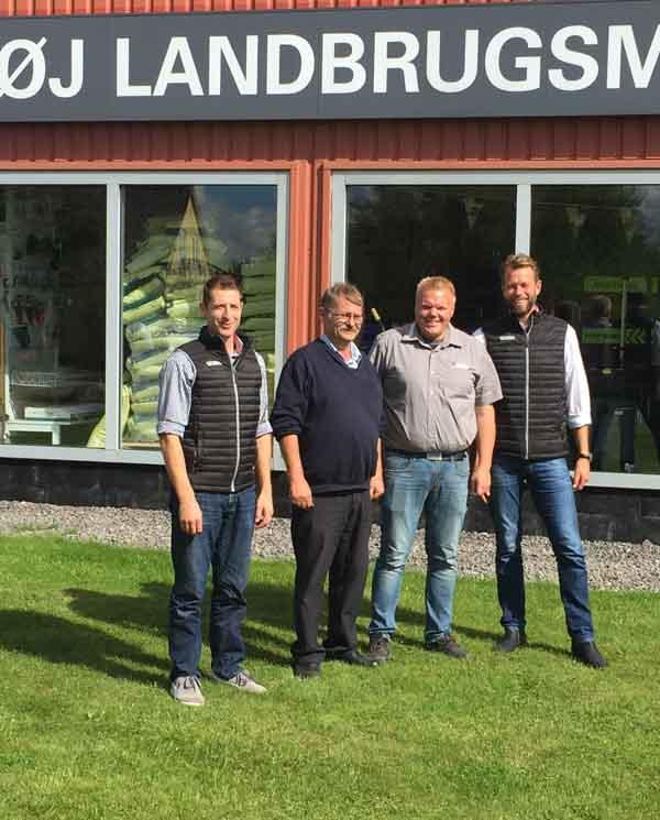 Fra venstre: Servicechef for Valtra ved AGCO Danmark A/S Ole Schultz Indehaver af Granhøj Landbrugsmaskiner ApS Jakob Jensen Sælger ved Granhøj Landbrugsmaskiner ApS Kristian Nørregaard National Sales Manager for Valtra ved AGCO Danmark A/S Arne Spejlborg